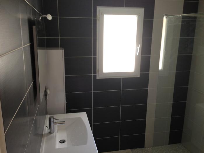 Hauteur faience salle de bain affordable rnovation for Carrelage salle de bain hauteur